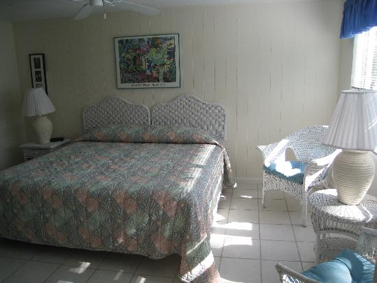 Blue Dolphin Cottages: Our room - lg efficiency