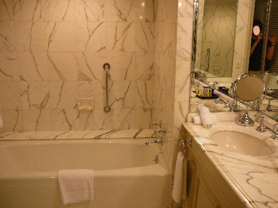 Sir Stamford at Circular Quay Hotel Sydney: Bath