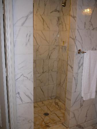 Sir Stamford at Circular Quay Hotel Sydney: Separate shower