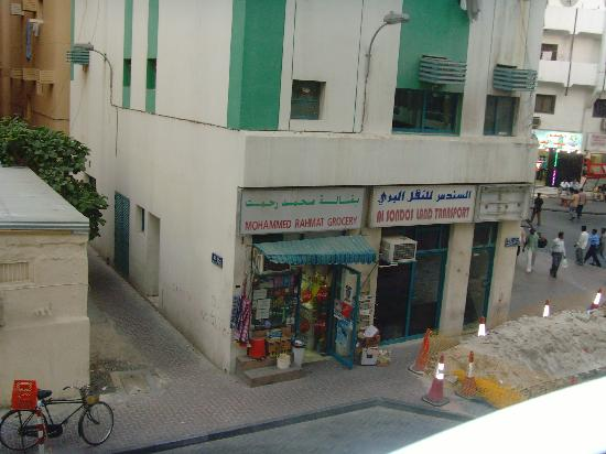 San Marco Hotel: local grocery opposite hotel