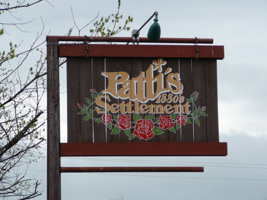 Grand Rivers, KY: Restaurant Sign