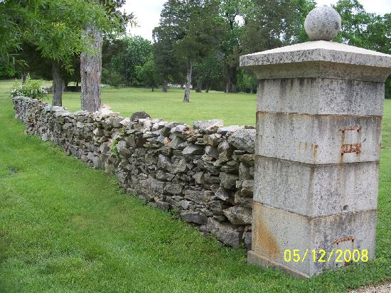 Berry Hill Resort & Conference Center: Beautiful Rock Wall On Property
