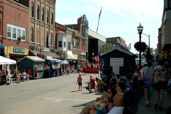 Vesterheim: The streets and food vendors during Nordic Fest