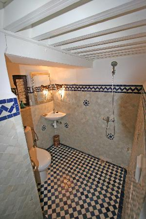 Riad Tizwa Fes: Bathroom1