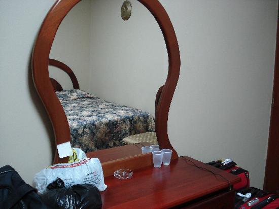 Aloha Sol Hotel: Mirror