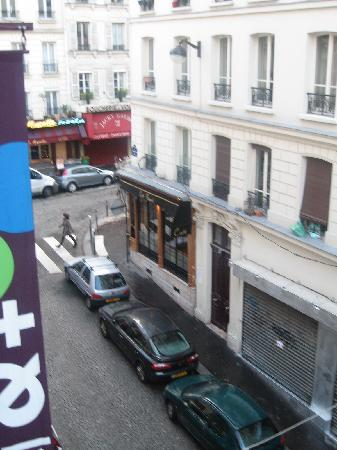 Plug-Inn Hostel : Outside Utrillo window