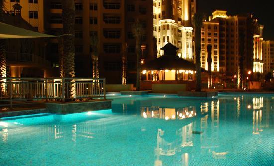 VH Dubai: amazing view at night