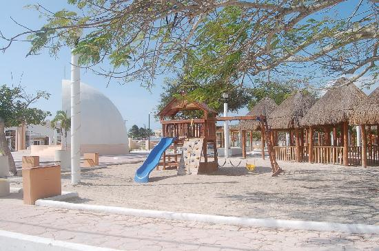 Holbox Hotel Casa las Tortugas - Petit Beach Hotel & Spa: Playground in the center of town