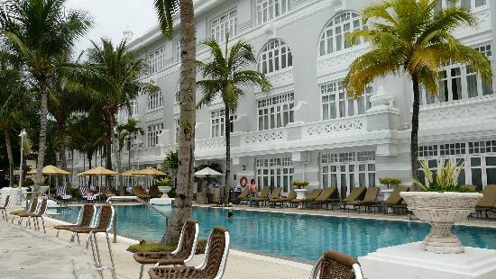 Eastern & Oriental Hotel: Hotel and Pool