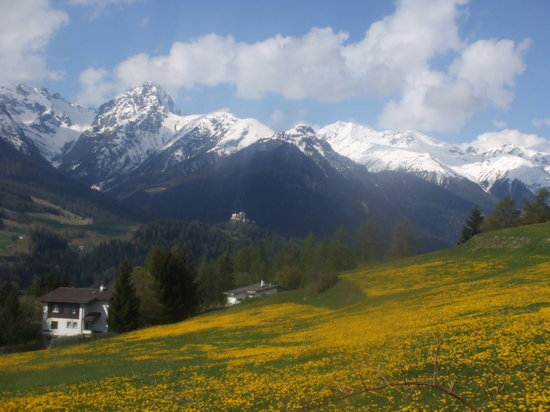Scuol, Schweiz: On the walk to Ftan