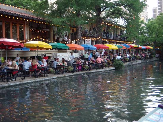 Drury Inn & Suites San Antonio Riverwalk: Casa Rio- 1st Restaurant on riverwalk