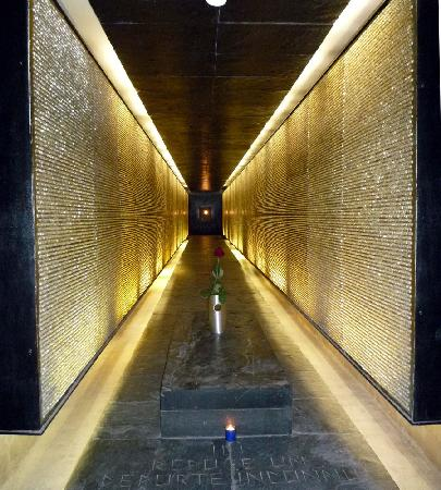 Mémorial des Martyrs de la Déportation : Crystals represent those we lost