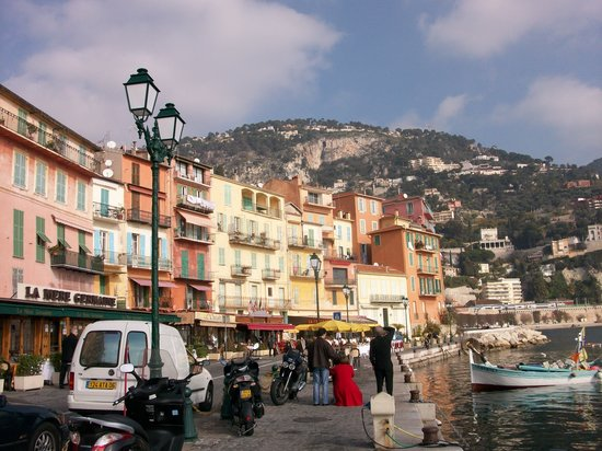 Villefranche-sur-Mer, Frankrig: the boulevard where the hotel is