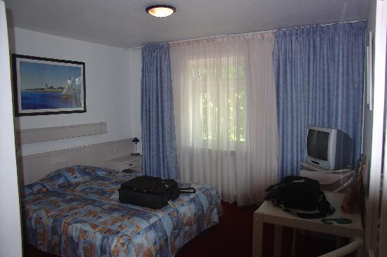 Hotel Neuwirtshaus: A small room