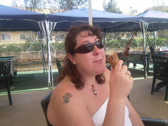 Aparthotel Playas Ca's Saboners : Wifey having ice cream by the pool