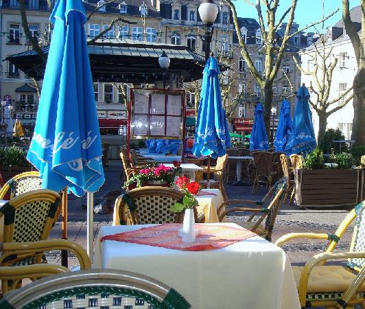 Hotel Francais : Breakfast setting