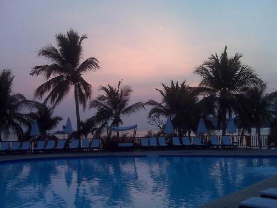 Club Med Ixtapa Pacific: The pool at dusk