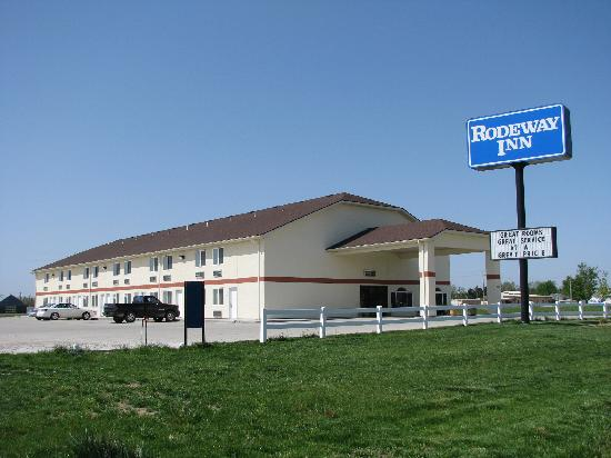 Rodeway Inn Larned: Looks good from the road