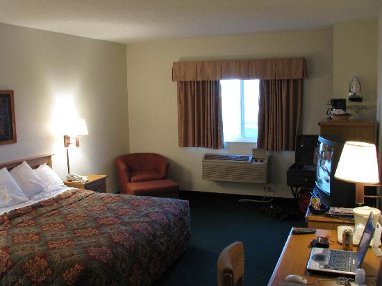 AmericInn Lodge & Suites Garden City: Smart, spacious comfortable room