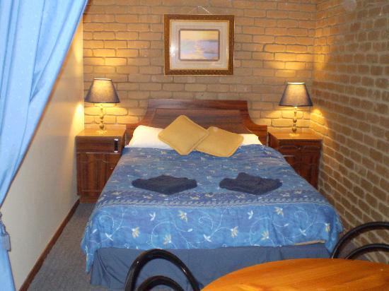 Albury Classic Motor Inn: Queen bed in family room