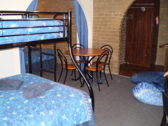 Albury Classic Motor Inn: Living area in family room