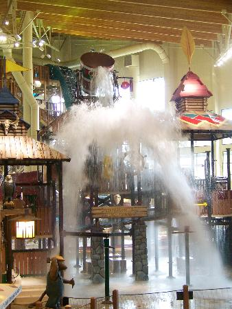 Great Wolf Lodge: dumping water