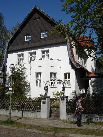 Landhaus Schlachtensee: Front of the hotel