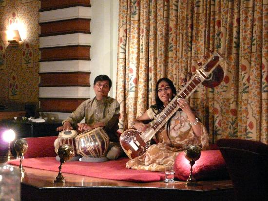 The Oberoi Amarvilas: music dinner