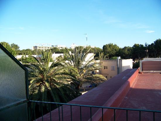 Hotel Celo Garden: Unser Ausblick vom Balkon... naja, jedenfalls ruhig!