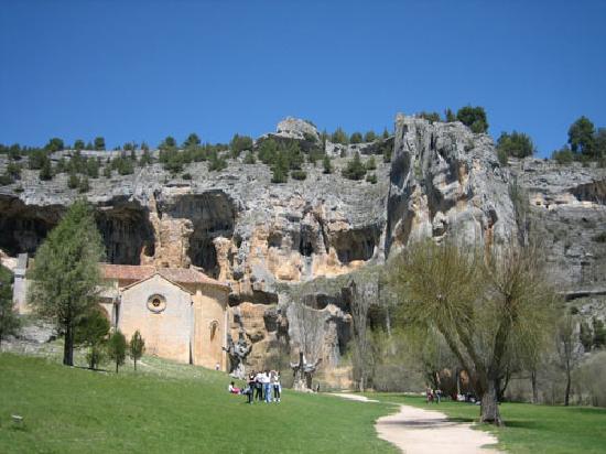 Canon del Rio Lobos Natural Park: Ermita y cueva