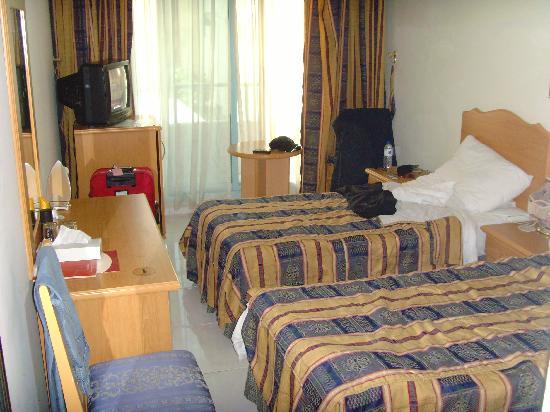 San Marco Hotel: bedroom wiv tv n fridge
