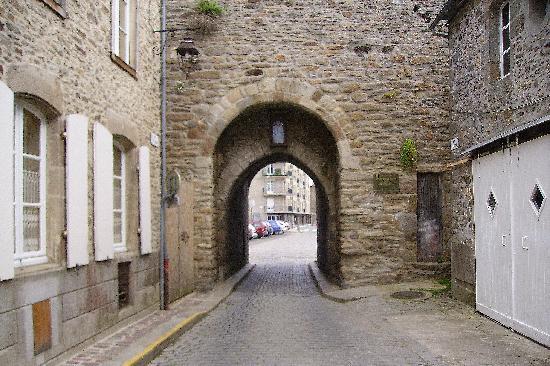 Castle photo de dinan c tes d 39 armor tripadvisor for Porte de garage saint malo