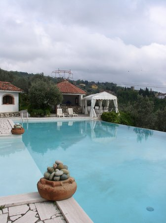 Heart of Tuscany Hostel: villa pool
