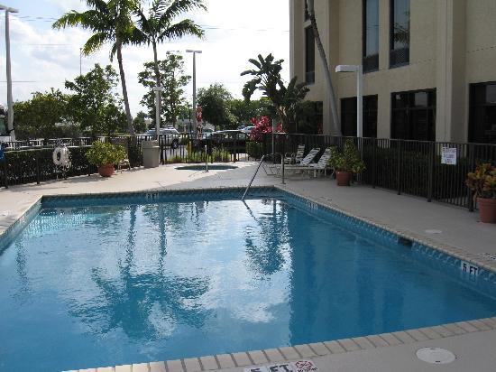Hampton Inn Ft. Lauderdale-Commercial Blvd.: Pool area