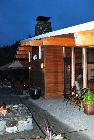 Tu Tu Tun Lodge: Lodge at Night