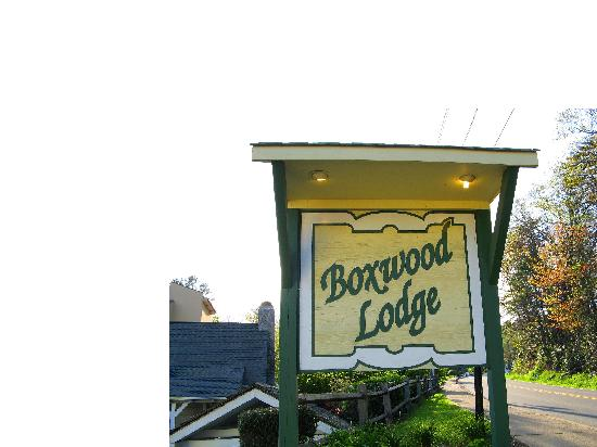 Boxwood Lodge: Like I said Freshly Painted
