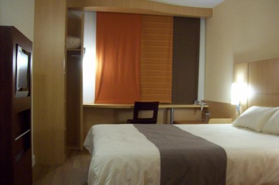 Ibis Bordeaux Centre Bastide : the bedroom