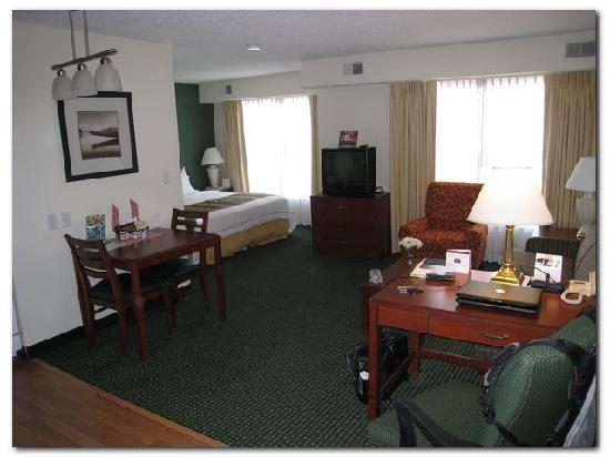Residence Inn Oklahoma City South/Crossroads Mall: View of standard open suite as you enter