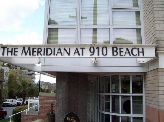 910 Beach Avenue Apartment Hotel: Main Entrance