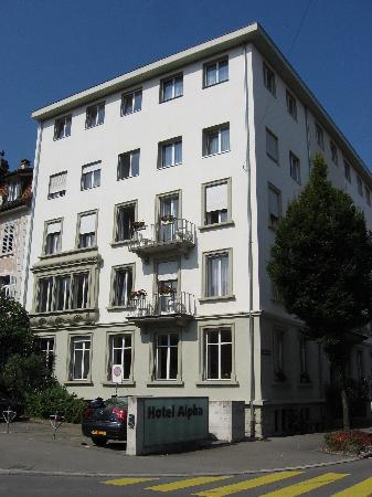 Hotel Alpha: exterior