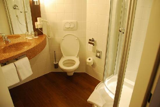 Austria Trend Hotel Salzburg Mitte: toilet