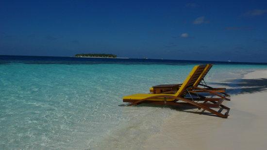 Angsana Ihuru, Maldives : Beach outside the Villa