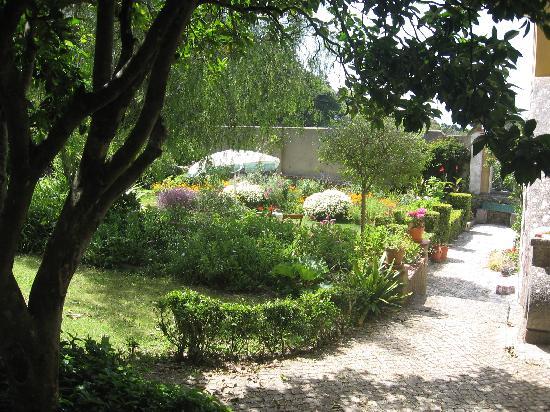 Cinco Bed & Breakfast: Gardens of Cinco