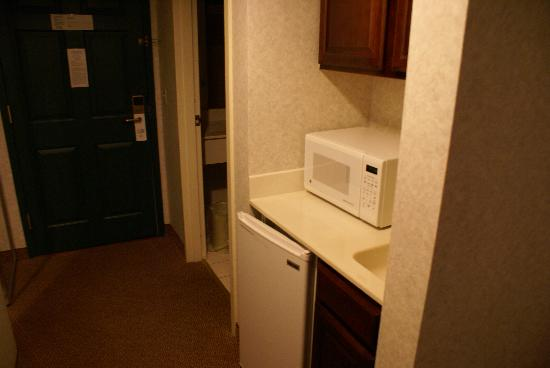 Holiday Inn Hotel & Suites Wausau-Rothschild: Kitchenette area