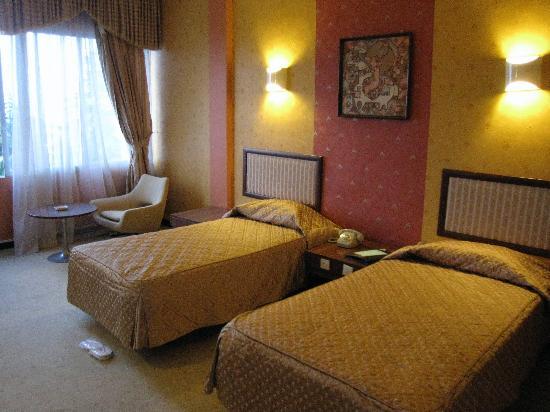 Ramsar Azadi Hotel: The twin-room facing the sea