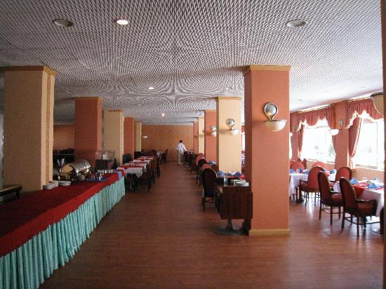 Ramsar Azadi Hotel: The dining room