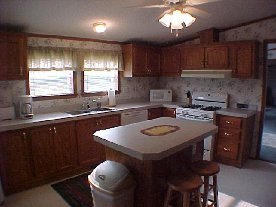 Wolf Creek Lodge: Rental House - Large Kitchen