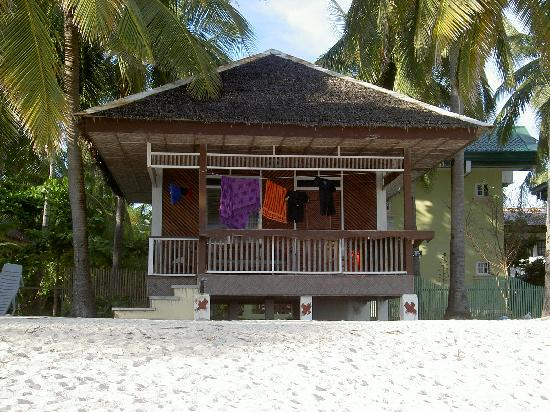 Cocobana Beach Resort: One of the beach bungalows