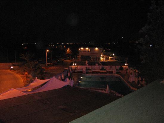 Talamanca, Spagna: vista notturna della piscina dalla stanza