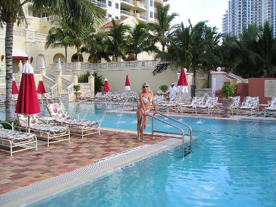 Acqualina Resort & Spa on the Beach: la piscina es hermosa